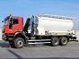 СЗМ ANFO с боковым шнеком выгрузки на шасси автомобиля IVECO 6x6. Емкость бункера селитры - 17,6 м<sup>3</sup>. Производительность - до 450 кг/мин.